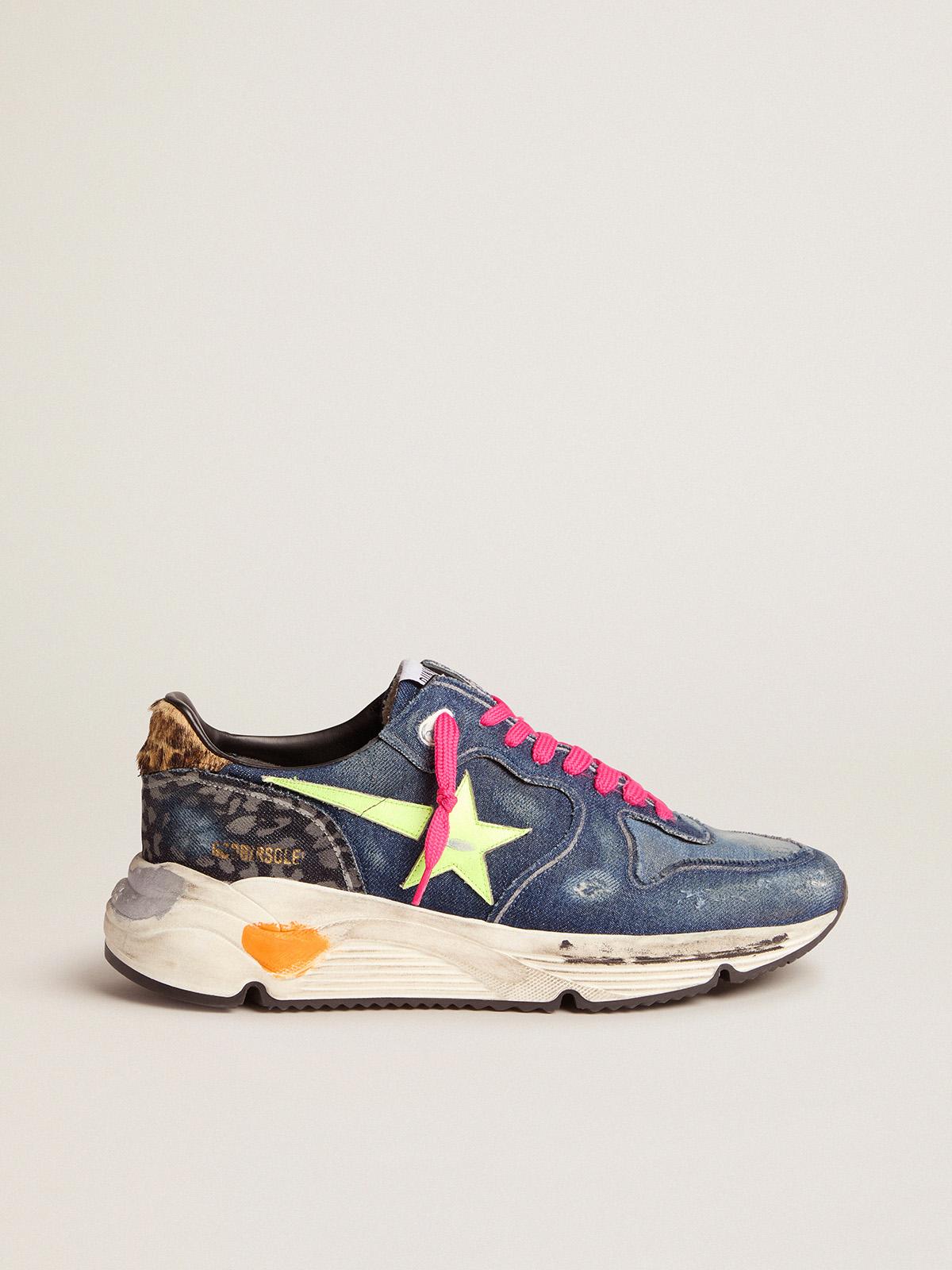 Golden Goose - Sneakers Running Sole in denim con stella giallo fluo e talloncino in cavallino con stampa leo in