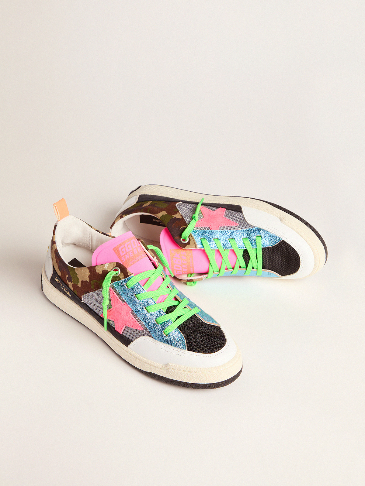 Golden Goose - Men's camouflage Yeah sneakers with fuchsia star in