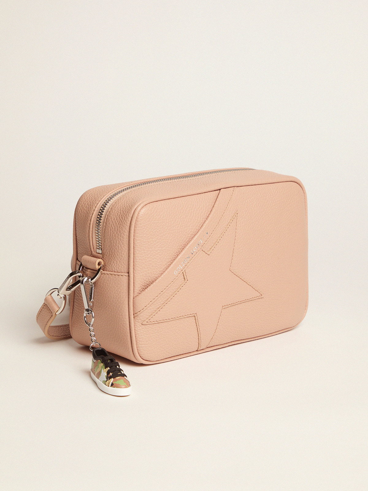 Golden Goose - Nude Star Bag made of hammered leather in