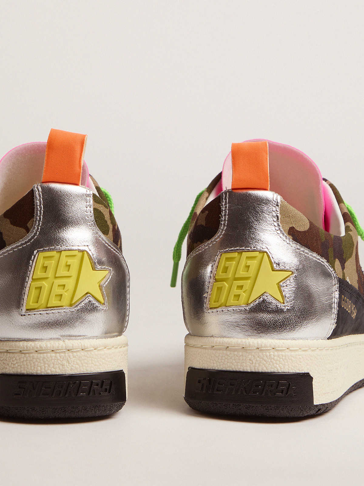 Golden Goose - Women's camouflage Yeah sneakers with fuchsia star in