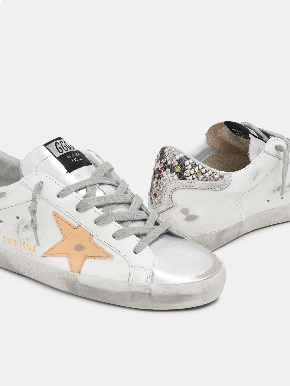 Golden Goose - Sneakers Super-Star bianche con talloncino pitonato e strass in