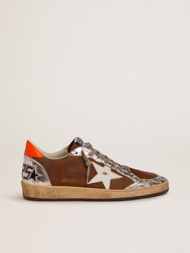 Golden Goose - Sneaker Ball Star in suede cerato color marrone e stella in pelle bianca in