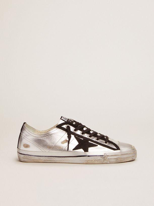 Golden Goose - Zapatillas deportivas V-Star de piel laminada plateada con detalles de ante negro in