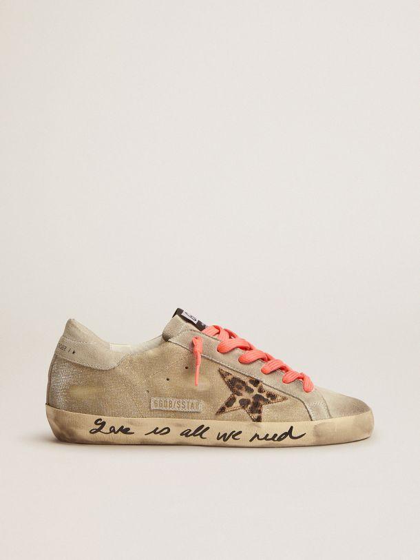 Golden Goose - Sneakers Super-Star dorées avec motif à carreaux et inscription réalisée à la main sur la bande de renfort in