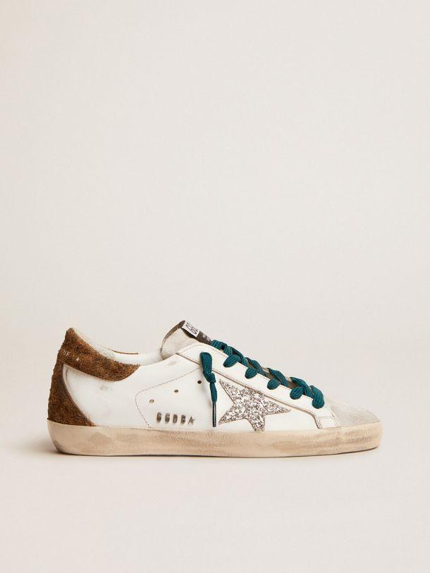 Golden Goose - Sneaker Super-Star con stella in glitter argento e talloncino in suede leopardato in