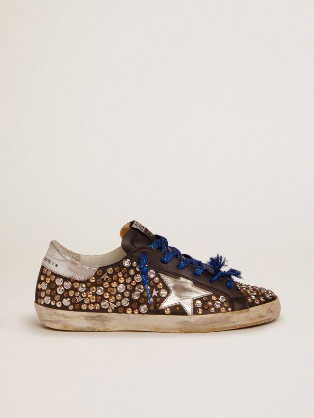 Golden Goose - Sneakers Super-Star en cuir noir avec cabochons martelés et étoile en cuir lamé argenté in