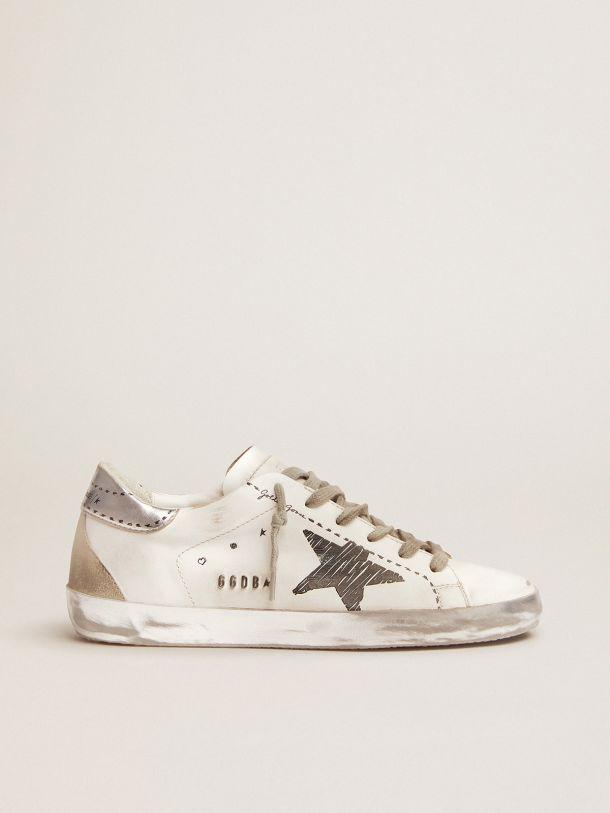 Golden Goose - Sneakers Super-Star avec contrefort en cuir lamé argenté et détails imprimés in