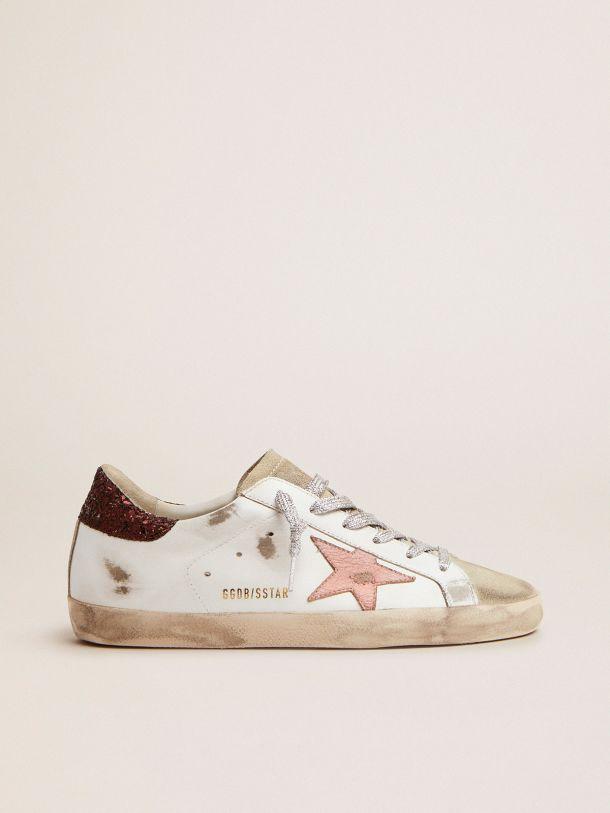 Golden Goose - Sneakers Super-Star avec contrefort pailleté marron et étoile en cuir craquelé rose in