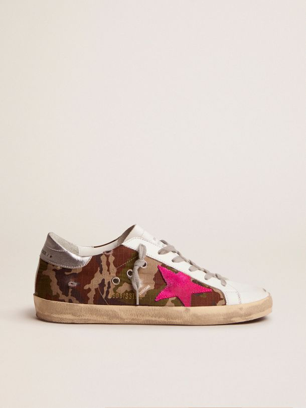 Golden Goose - Super-Star sneakers with camouflage pattern and fuchsia star in