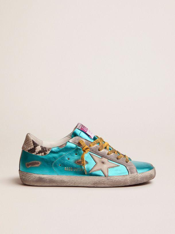 Golden Goose - Sneakers Super-Star LTD vert d'eau lamées avec contrefort à imprimé python in