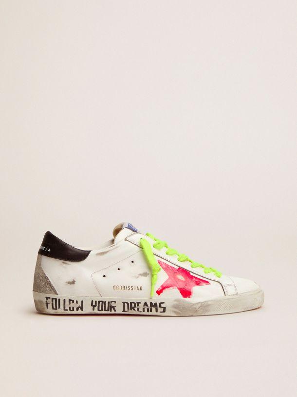 Golden Goose - Sneaker Super-Star con stella rossa serigrafata e scritta a mano sul foxing in