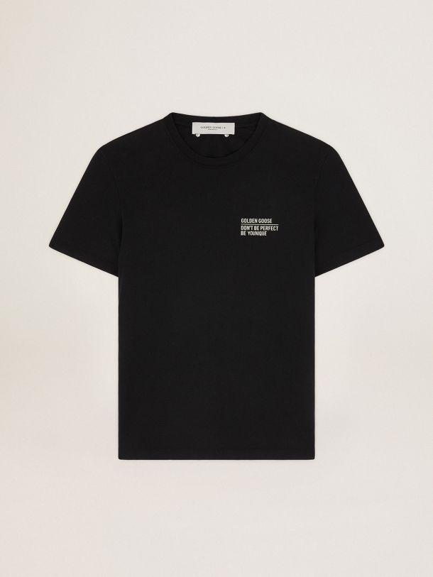 Golden Goose - Camiseta negra de la colección Journey con logotipo y mensaje blancos en contraste en el delantero in