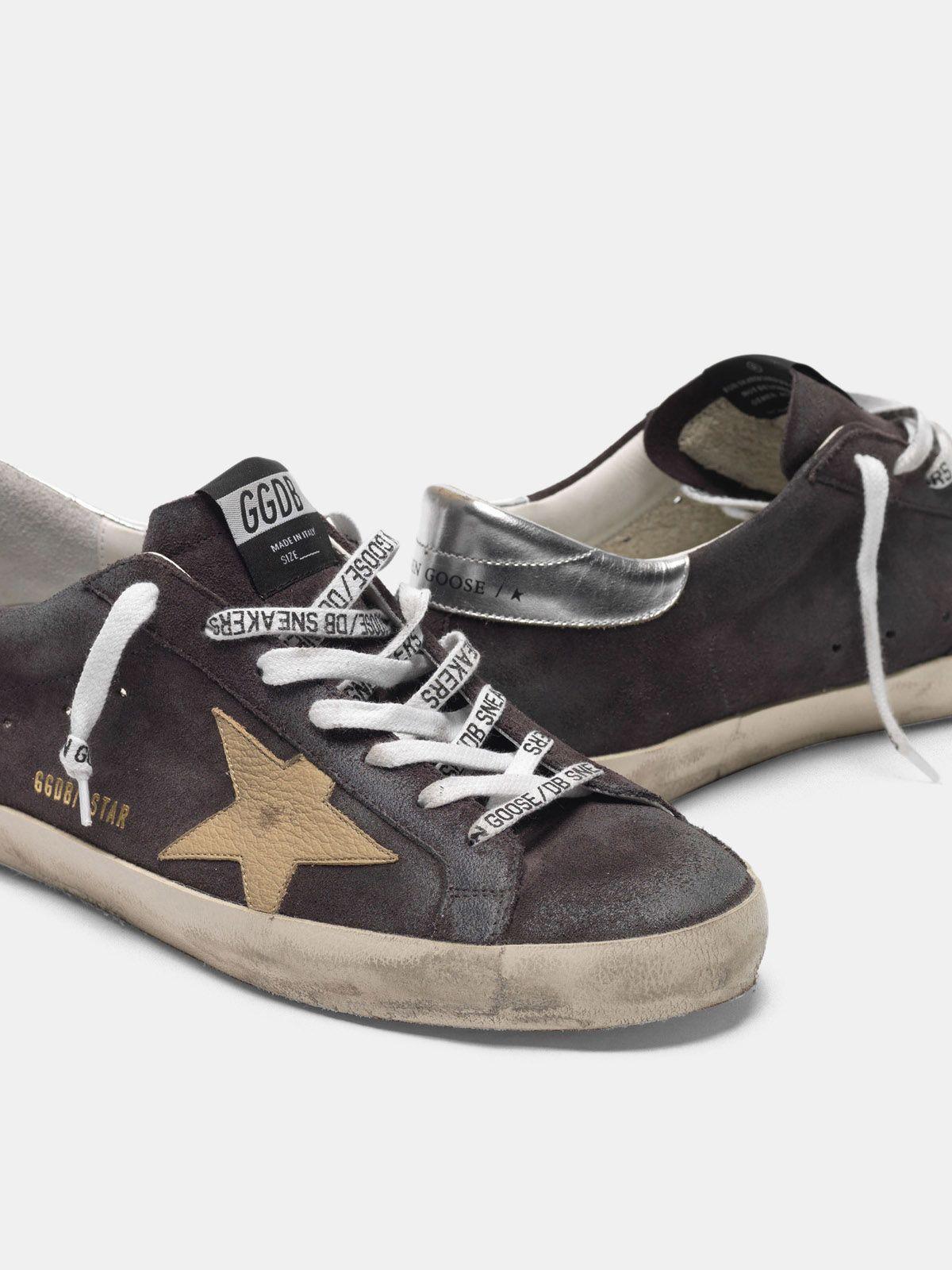 Golden Goose - Sneakers Super-Star grigie in suede stella nude in