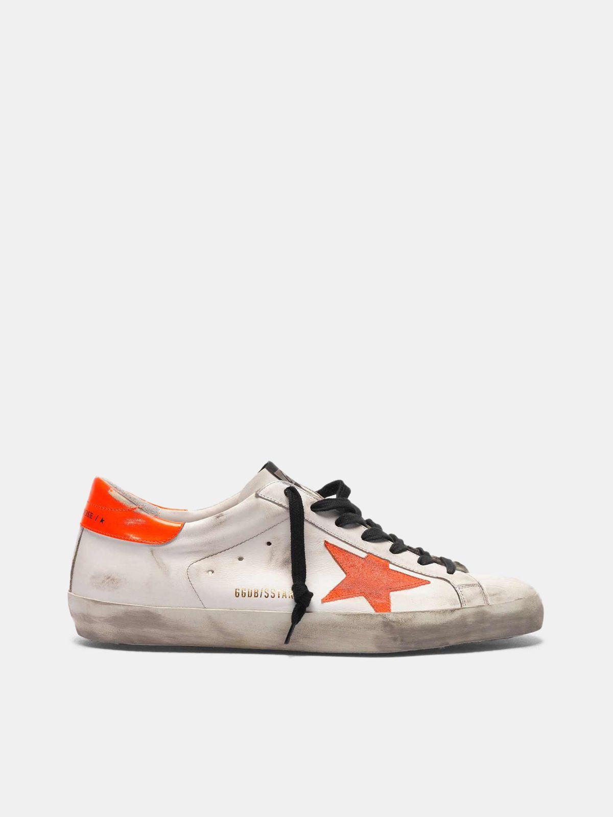 Golden Goose - Sneakers Super-Star con stella e talloncino arancio fluo in
