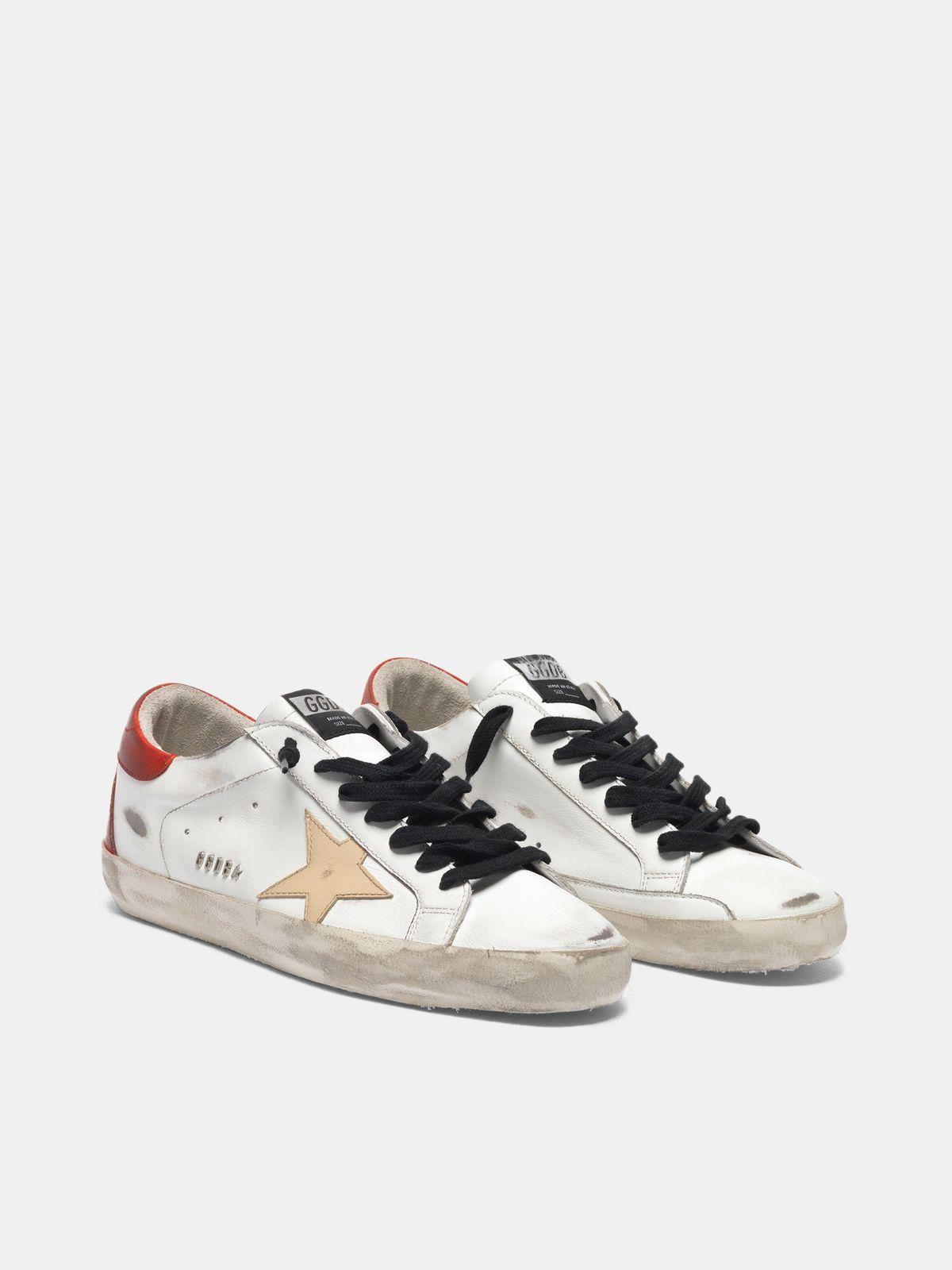 Golden Goose - Sneakers Super-Star bianche con retro rosso e lacci neri in