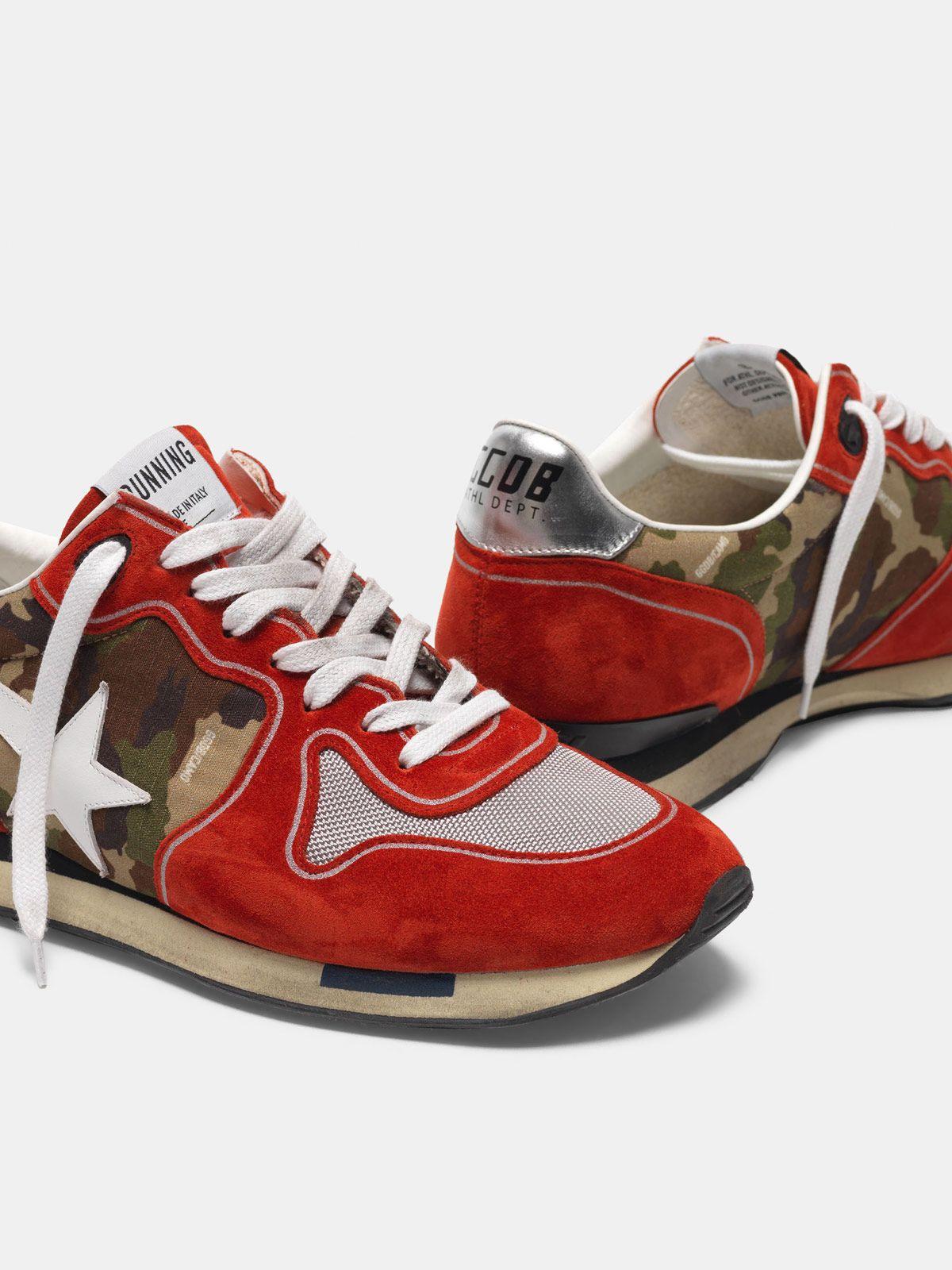 Golden Goose - Sneakers Running rosse in suede e motivo camouflage in