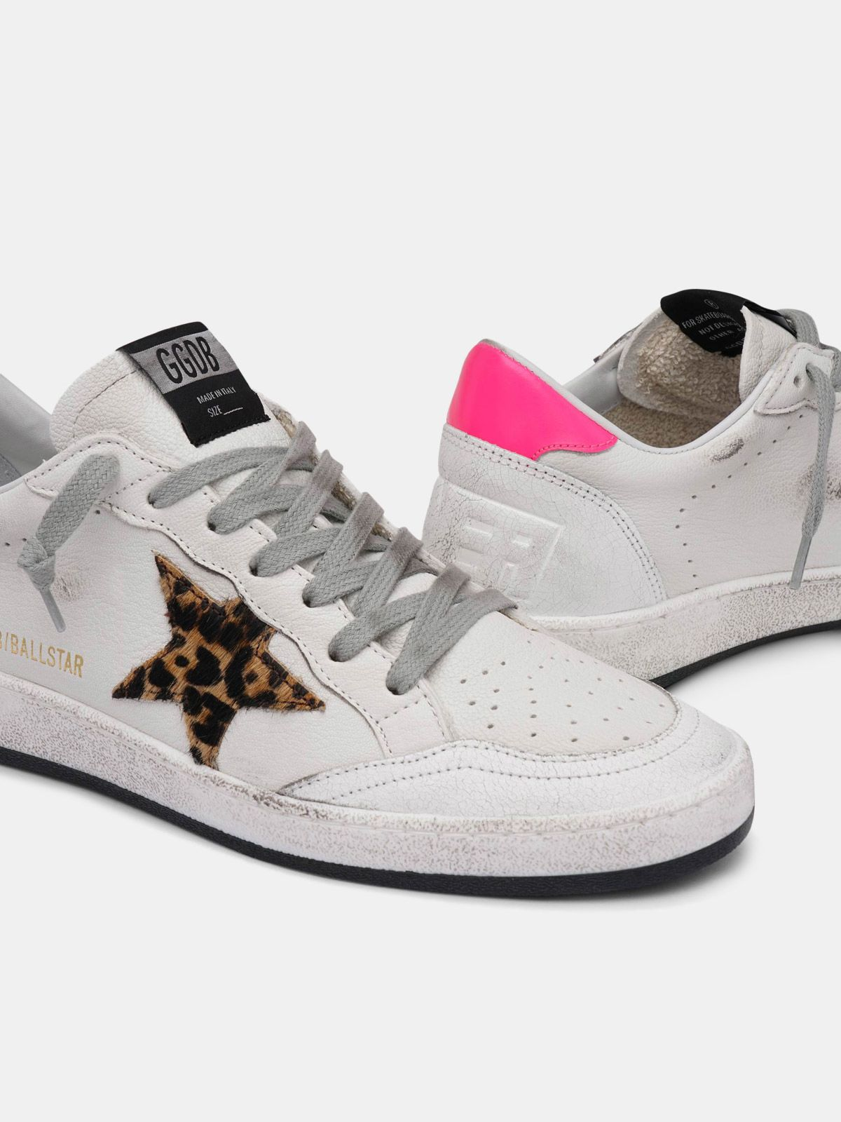 Golden Goose - Sneakers Ball Star bianche in pelle con stella leopardata in