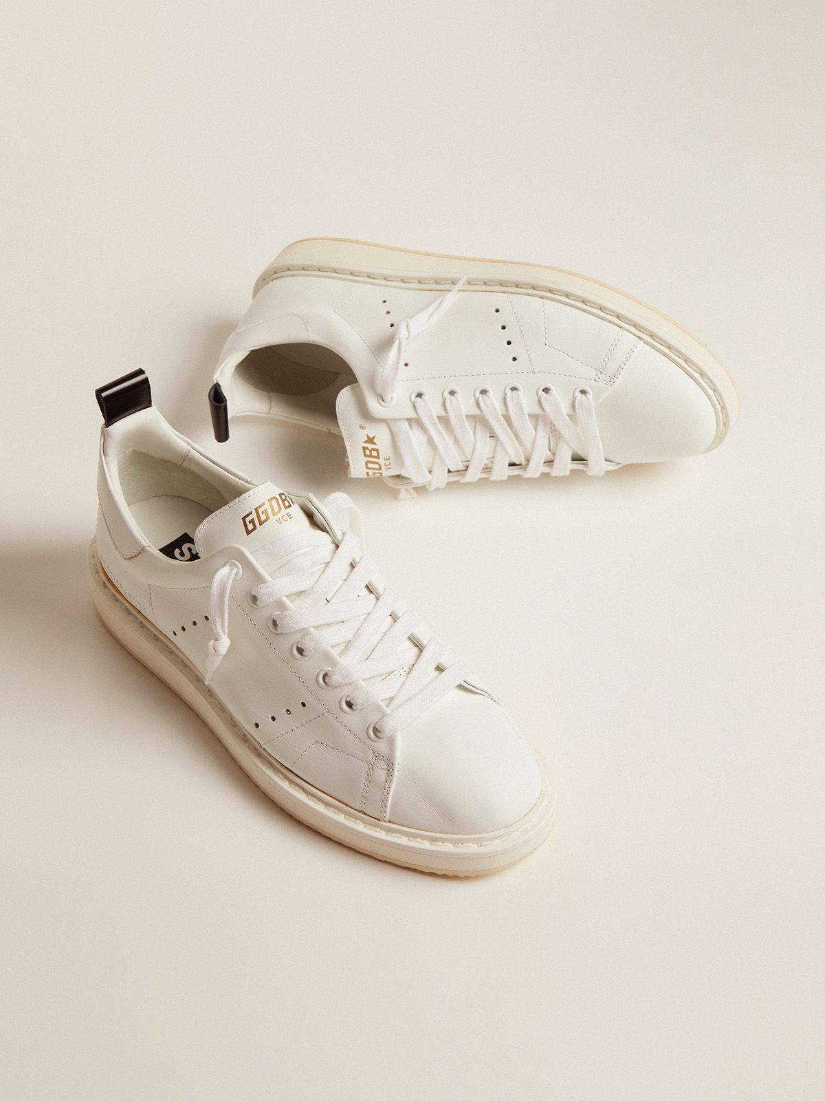 Golden Goose - Starter sneakers in leather with printed star on the heel tab in