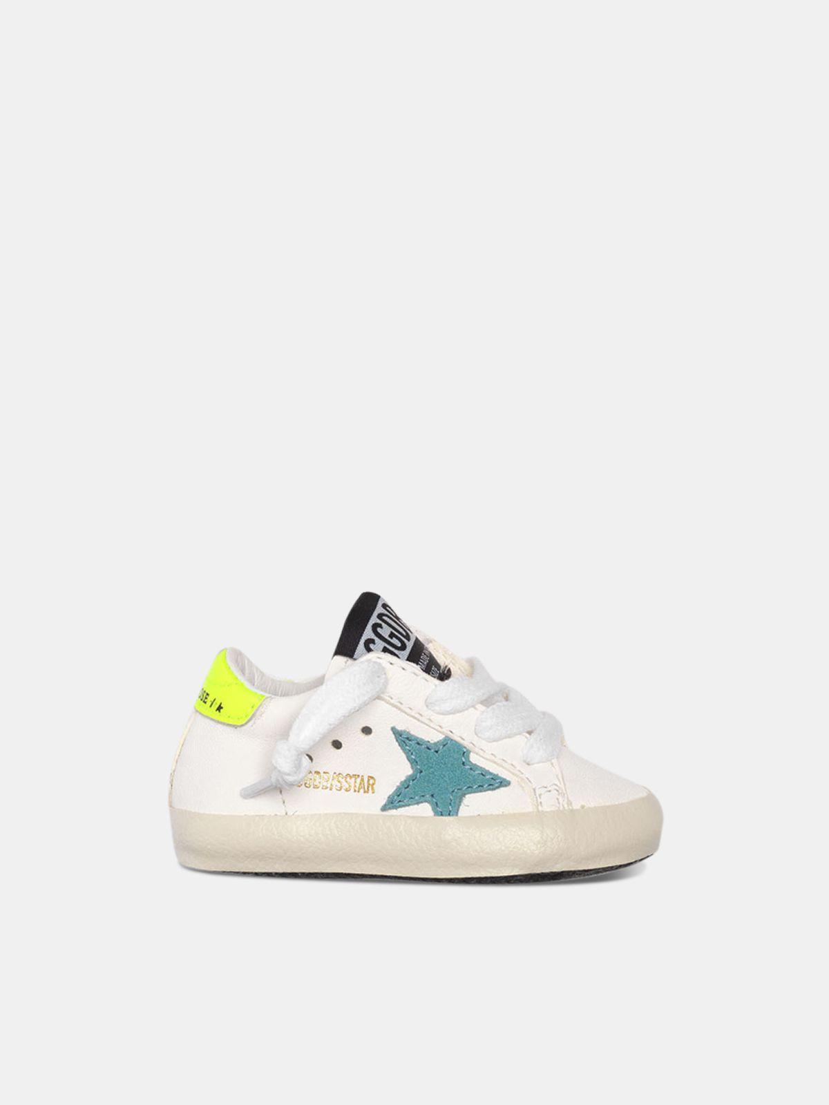 Sneakers Super-Star con stella blu e talloncino giallo fluo