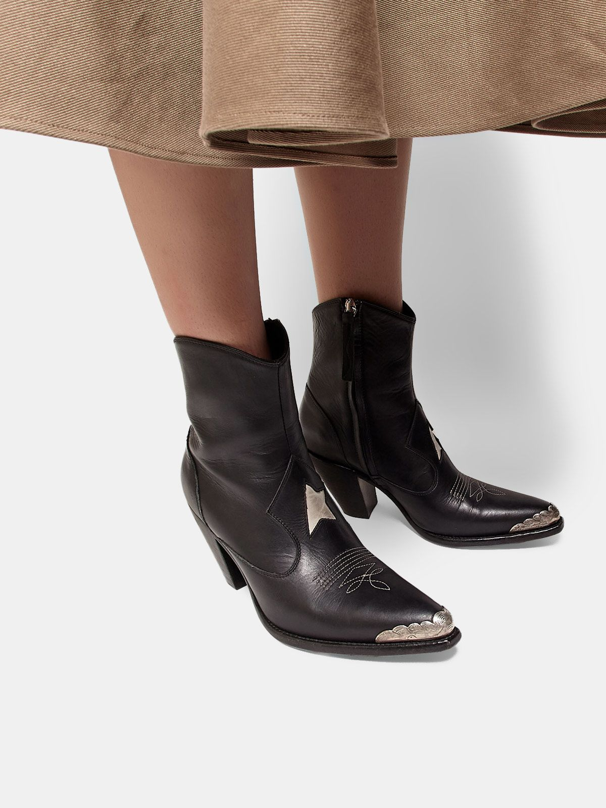 Golden Goose - Nora ankle boots with a gold star and metal plate in