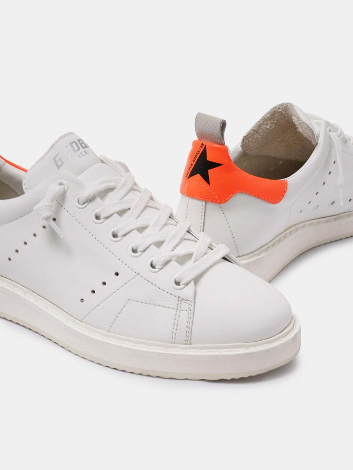 Golden Goose - Sneakers Starter bianche con talloncino arancio fluo in