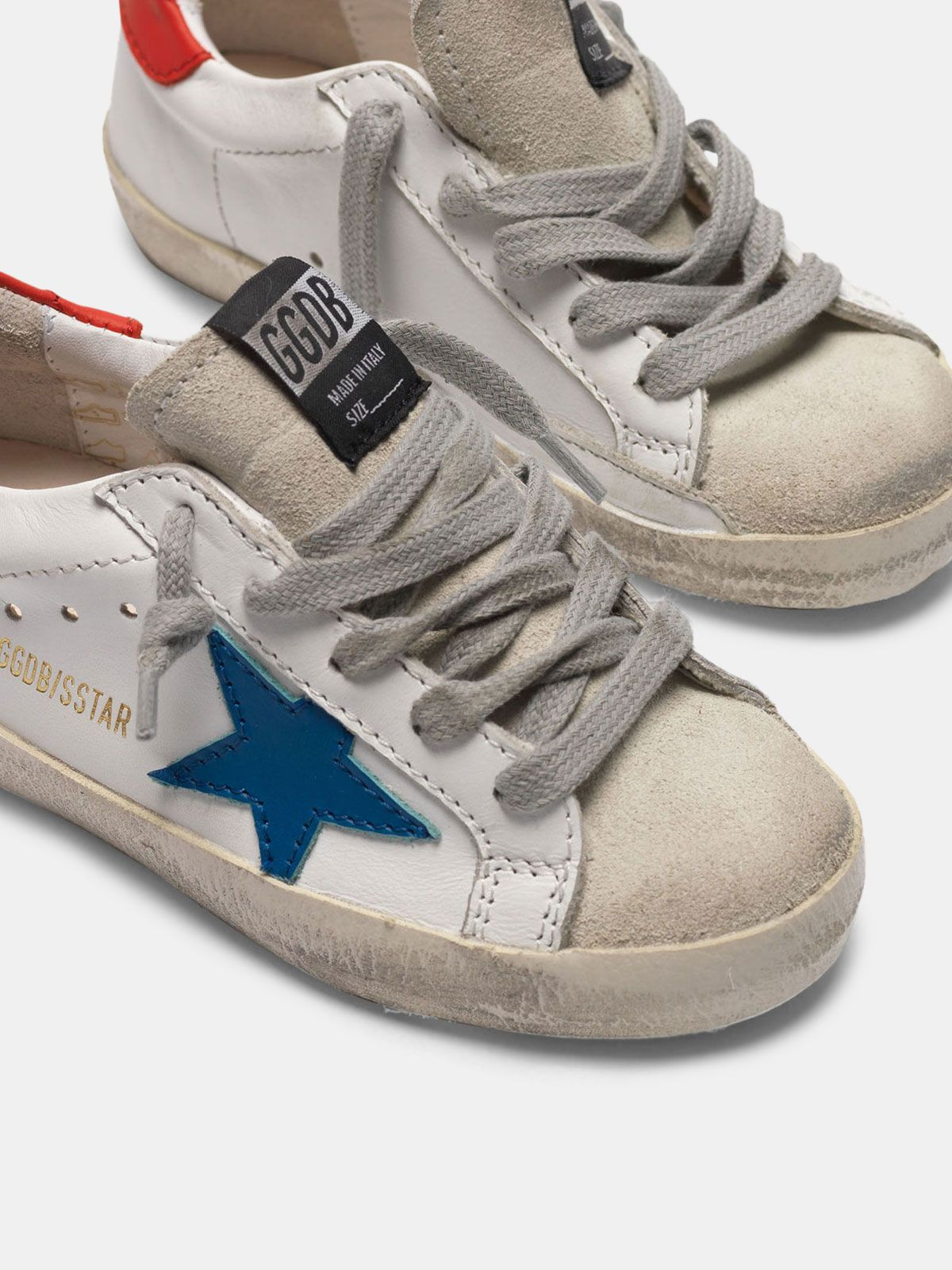 Golden Goose - Sneakers Super-Star con stella blu e talloncino rosso in