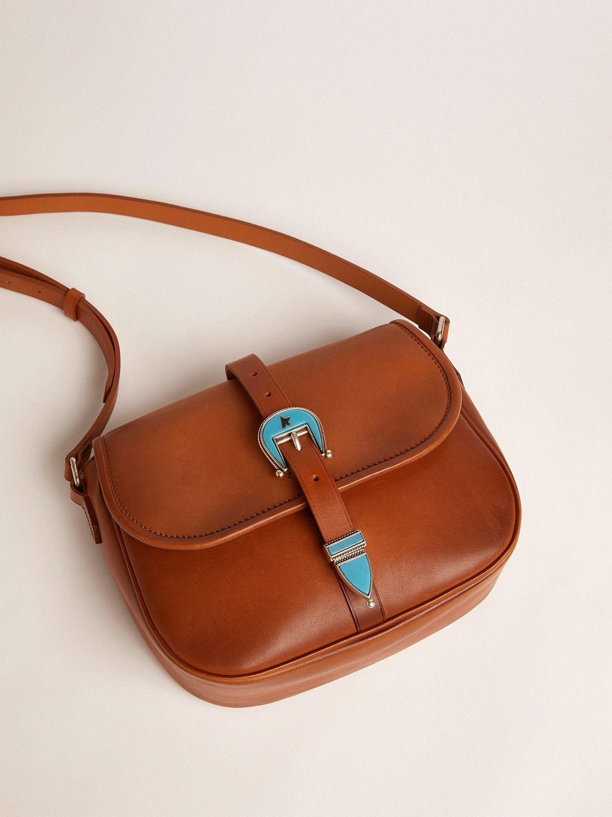 Golden Goose - Borsa Rodeo Bag medium in pelle cuoio chiaro con fibbia azzurra   in