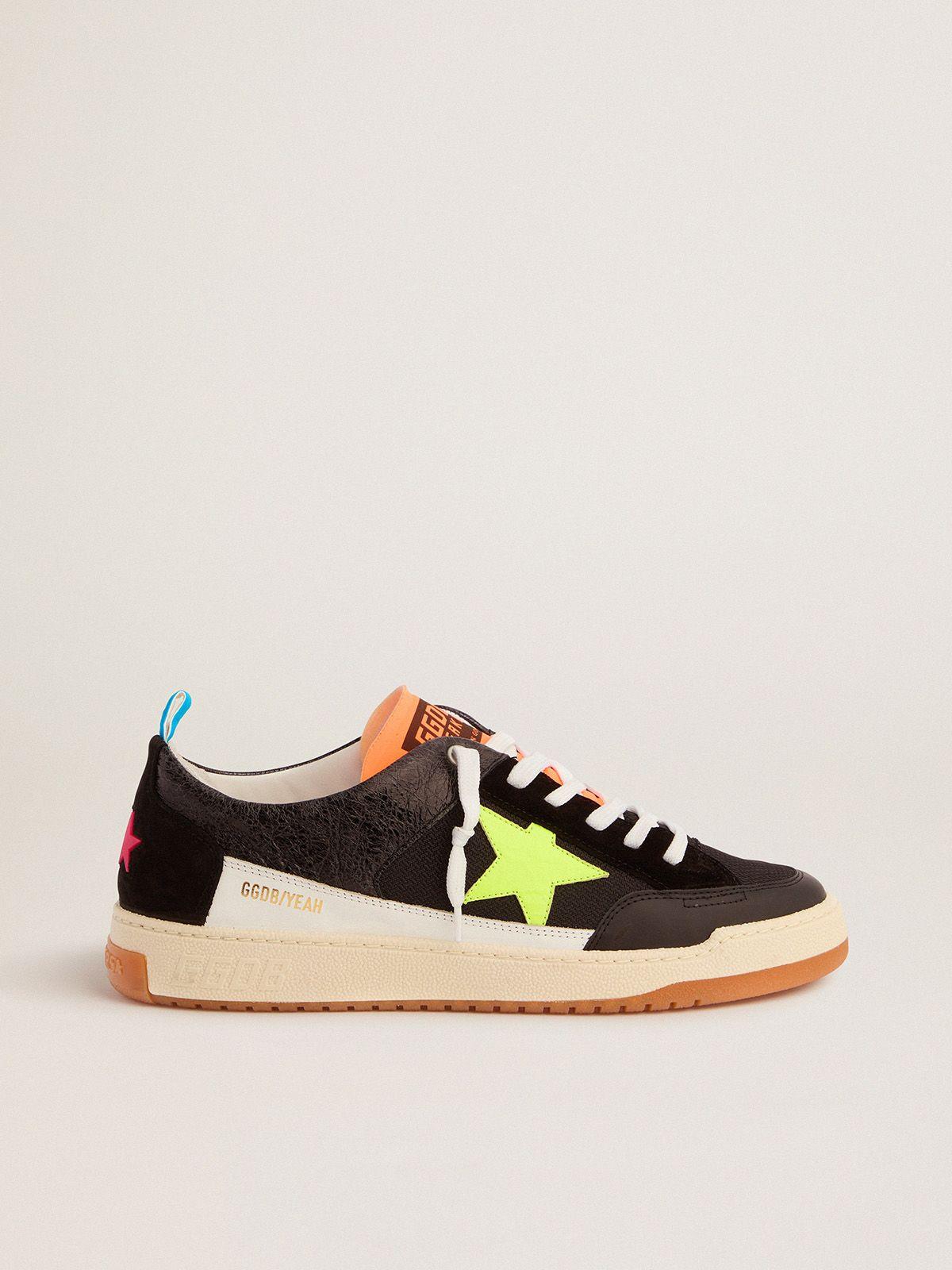 Sneakers Yeah hombre negras con estrella amarillo flúor