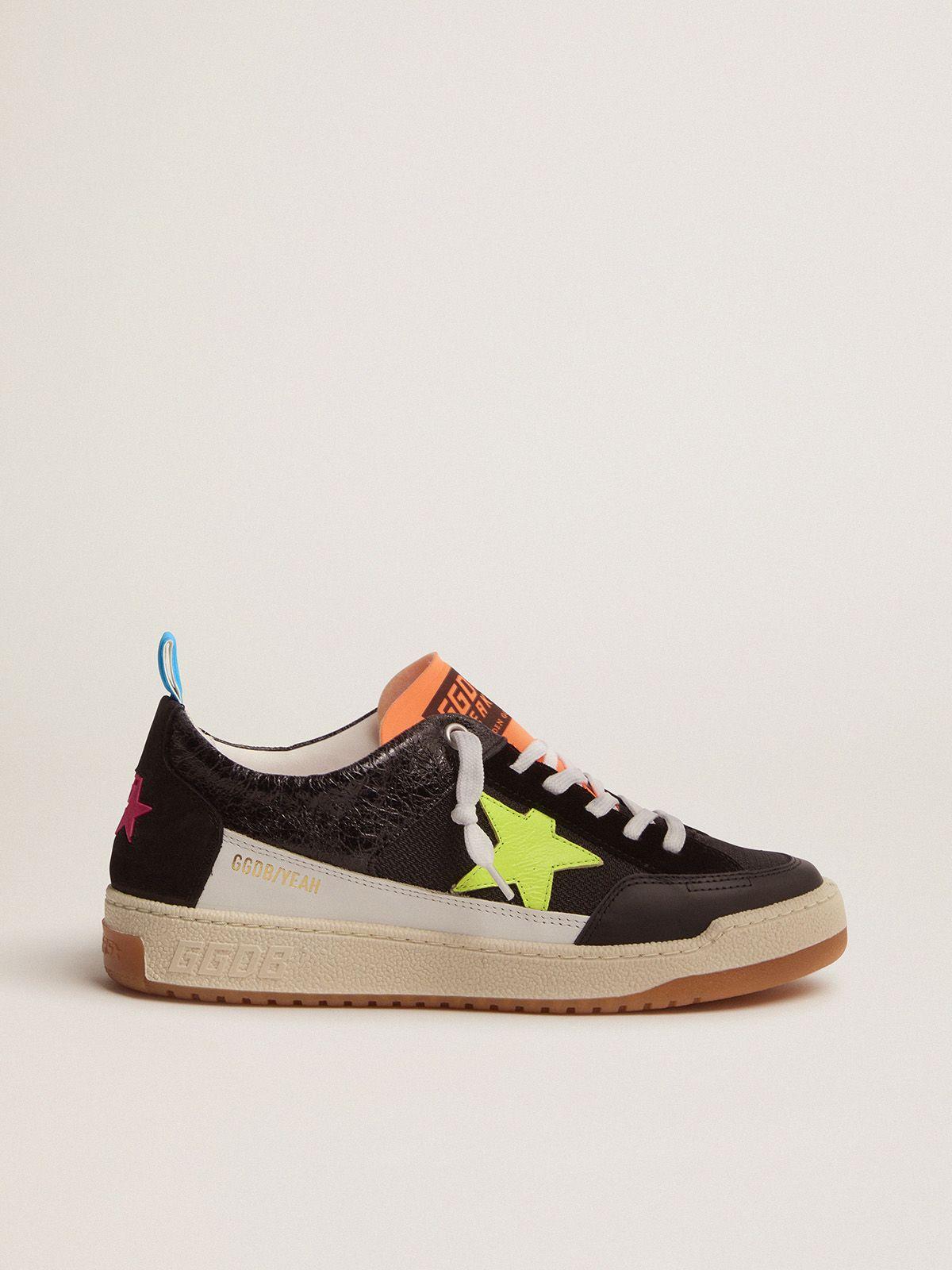 Sneakers Yeah mujer negras con estrella amarillo flúor