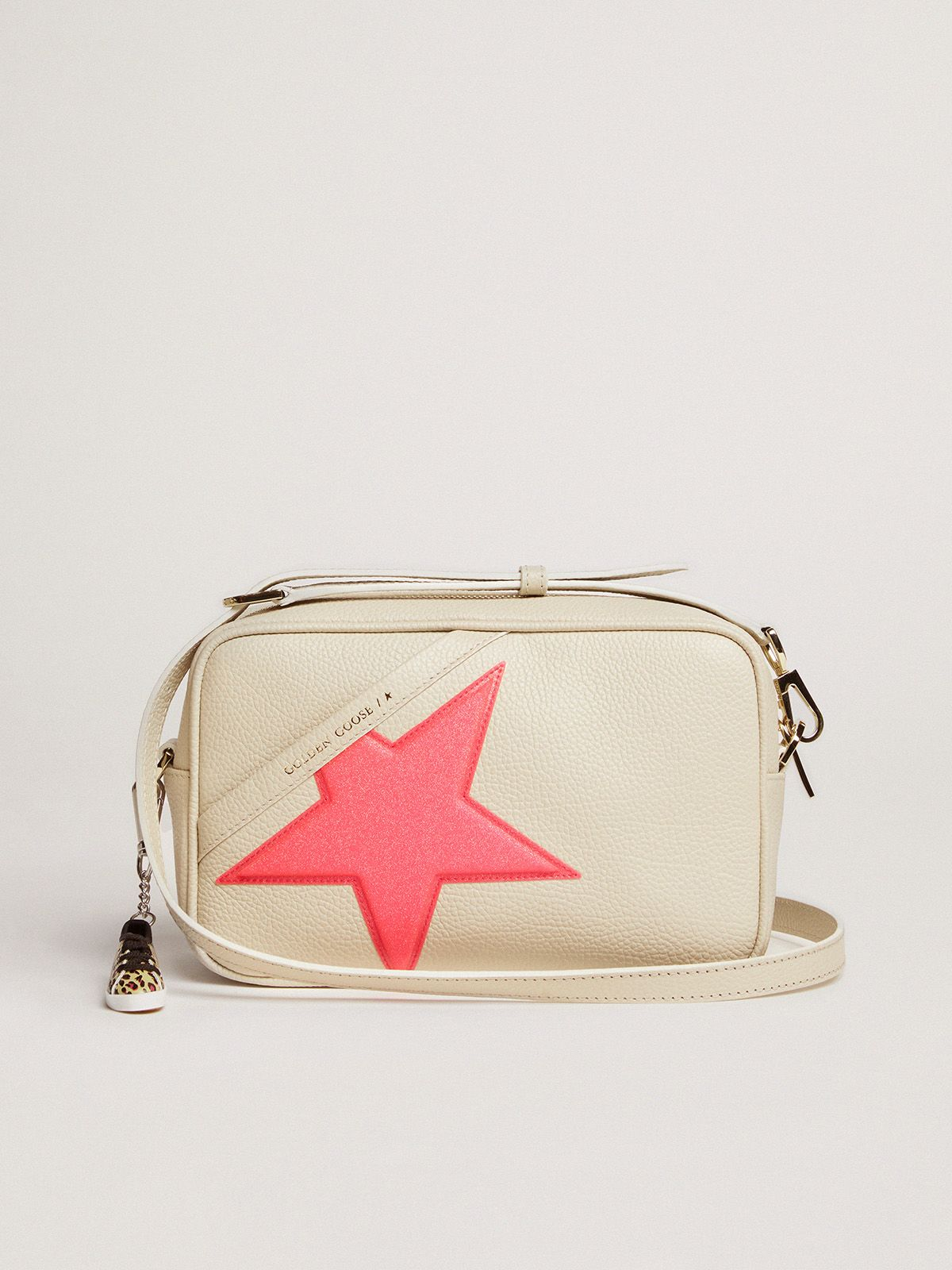 Off-white Star Bag in hammered leather, fuchsia Golden Goose star with iridescent glitter