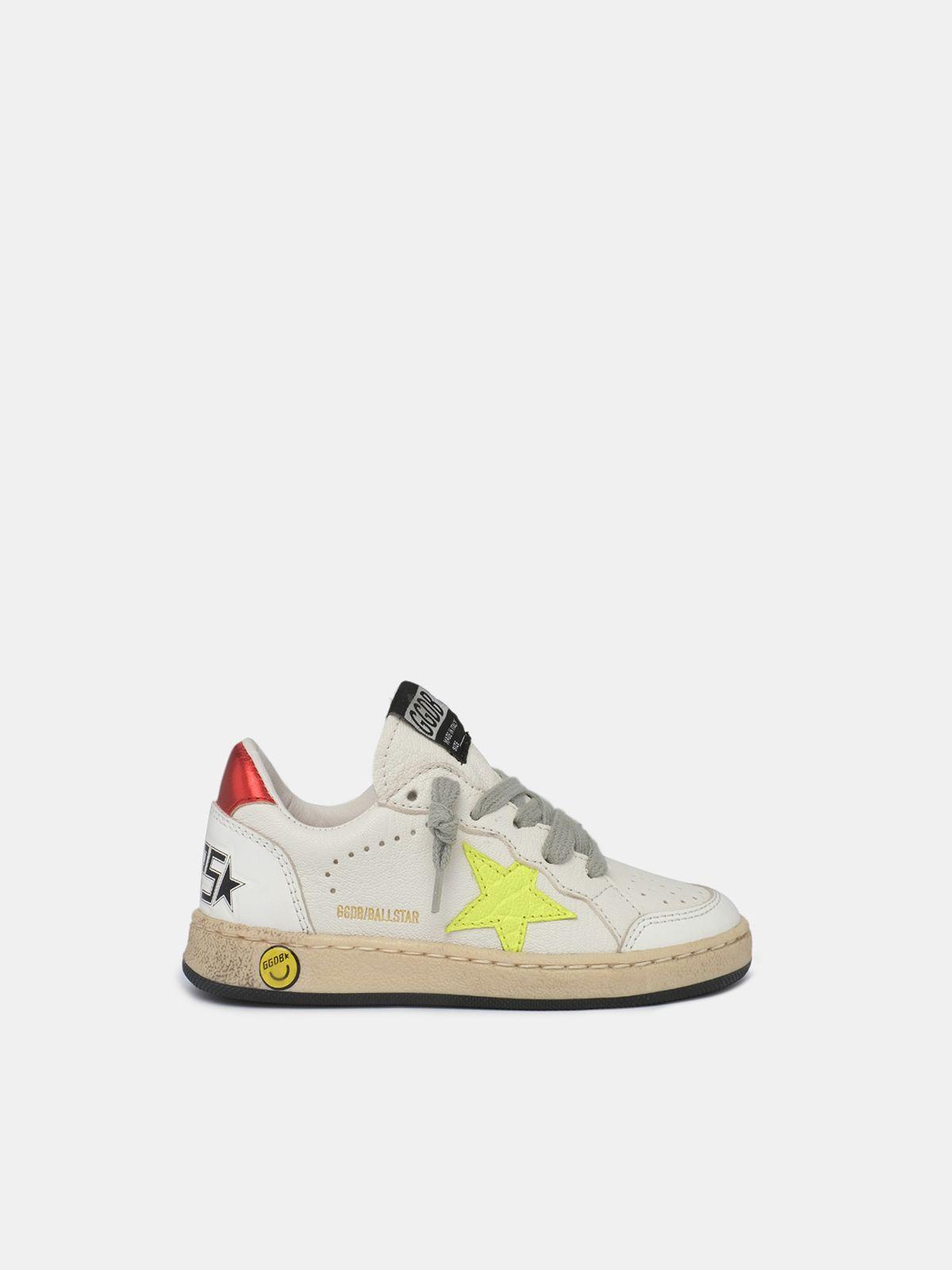 Golden Goose - Sneakers Ball Star con stella gialla stampata cocco e talloncino rosso laminato in